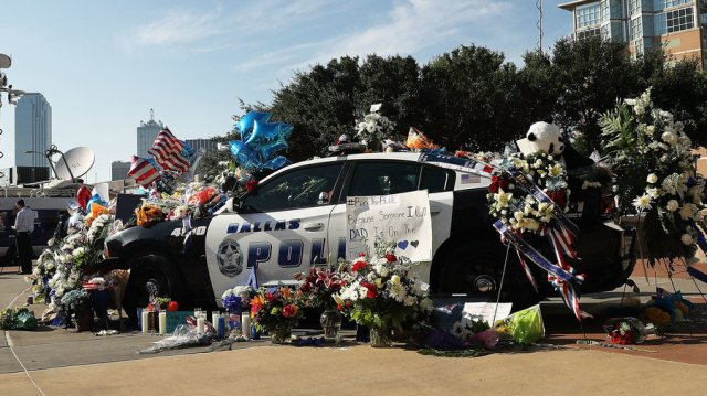 dallas-police-car-memorial